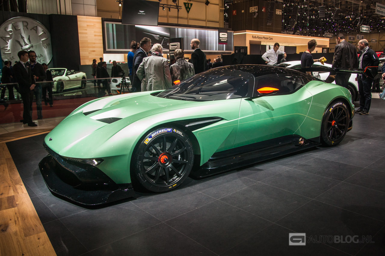 Aston-Martin-Vulcan-2205.jpg