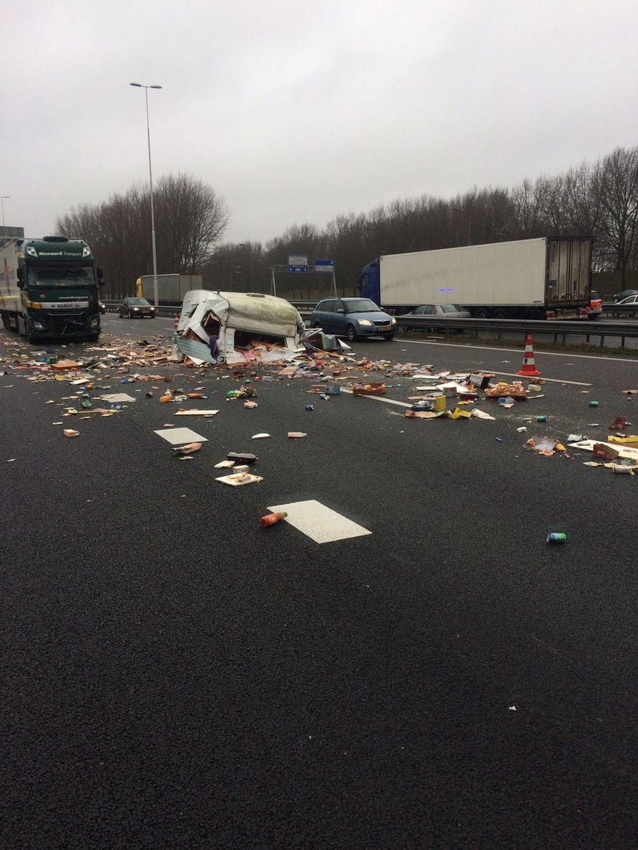 Caravan-crash-A16-Rotterdam-01.jpg