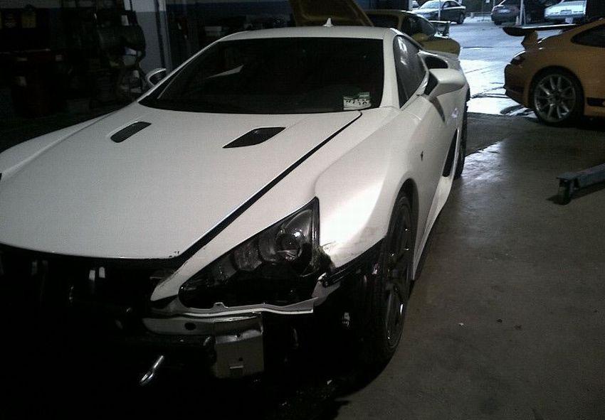 Lexus_LFA_crash_01.jpg