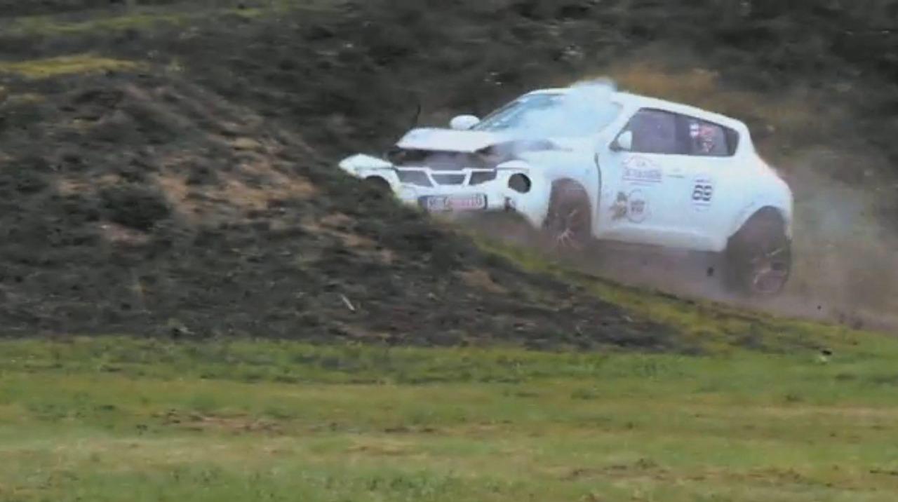 Nissan-Juke-GT-R-crash-Rusland-01.jpg