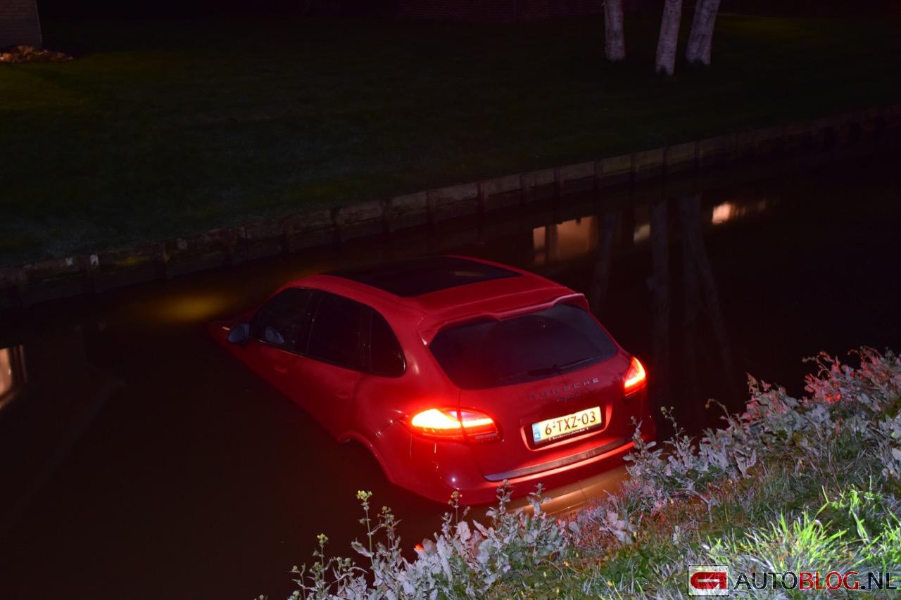 Porsche-Cayenne-crash-water-01.jpg