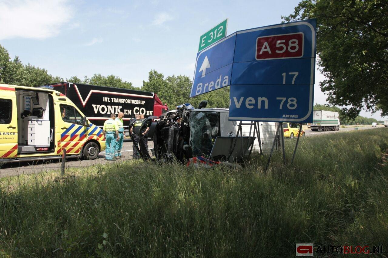 Trucker-politiebus-crash-a58-01.jpg