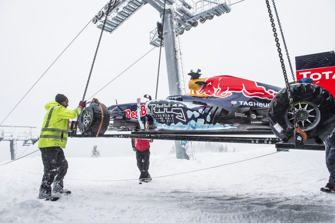 Max-Verstappen-Snow-001.jpg