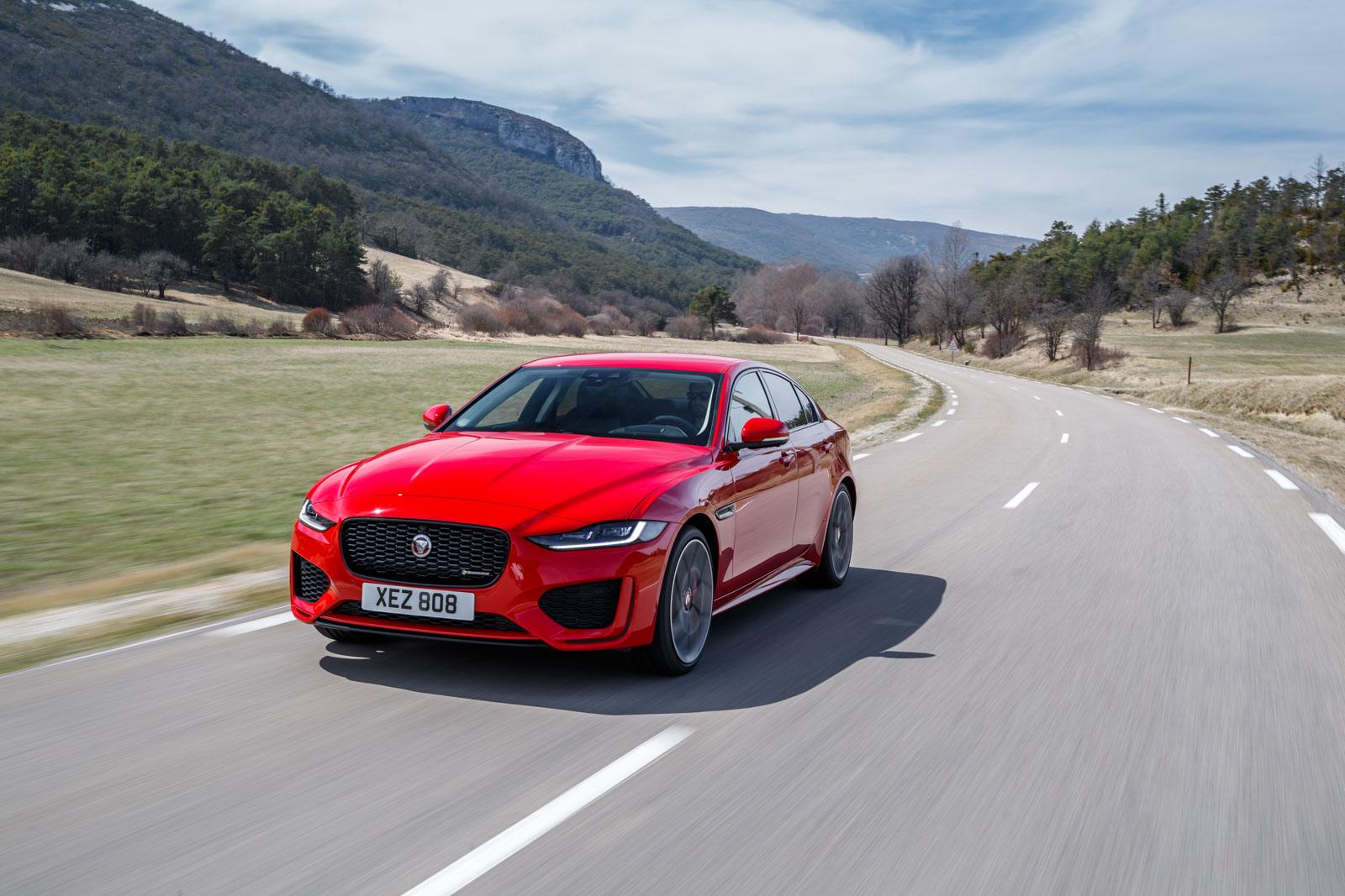 Jaguar-XE-2019-001.jpg