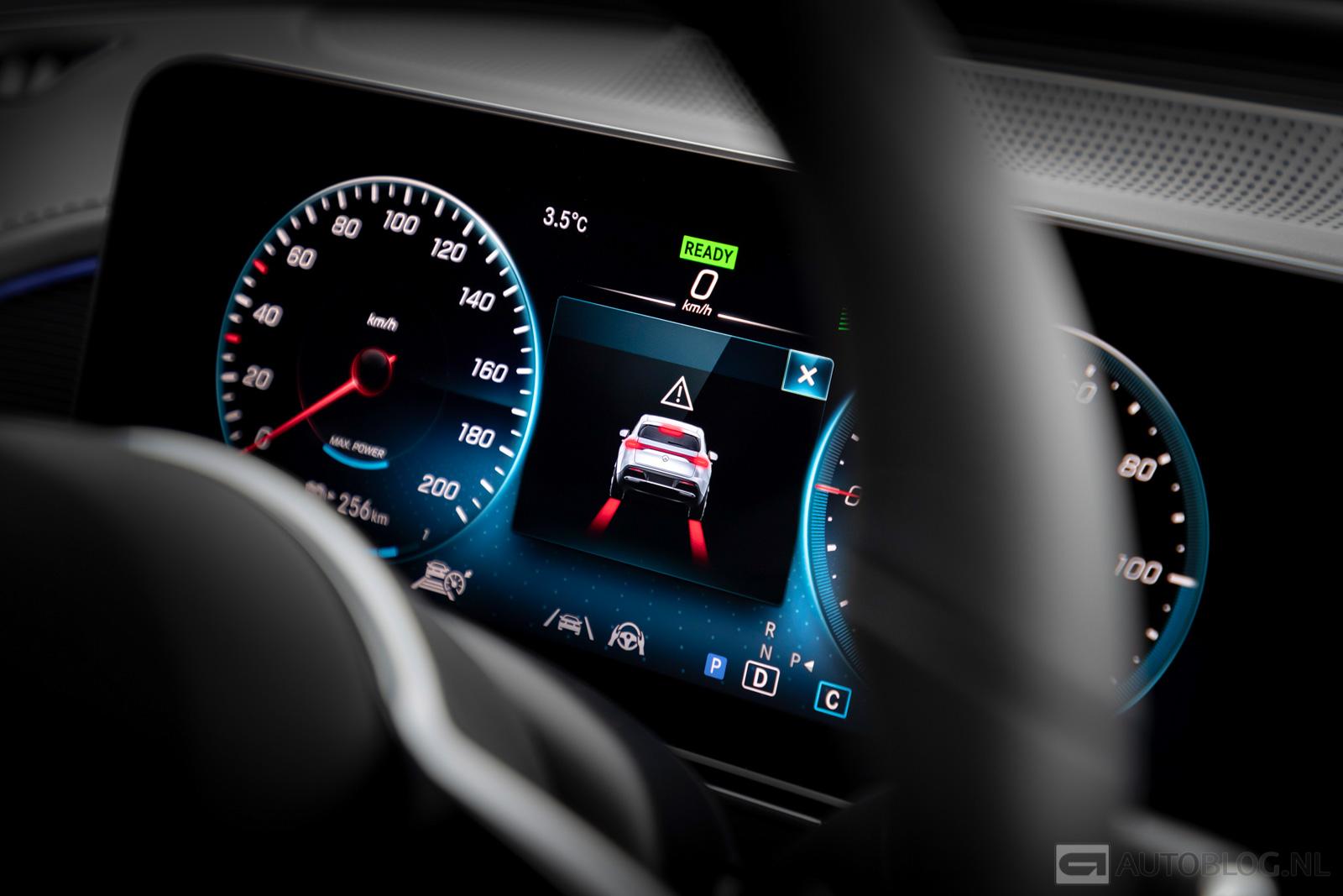 Mercedes-EQC-2019-006-2.jpg
