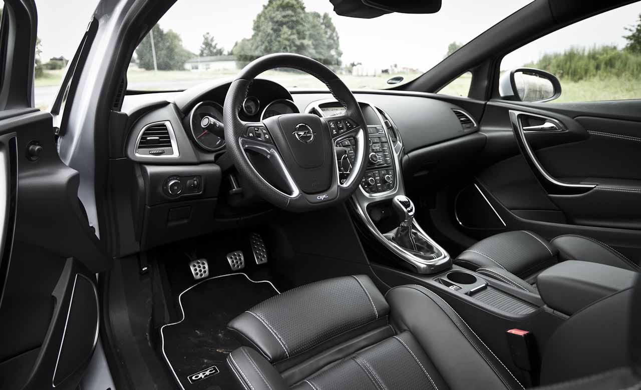 Opel-Astra-OPC-2012-8020.jpg
