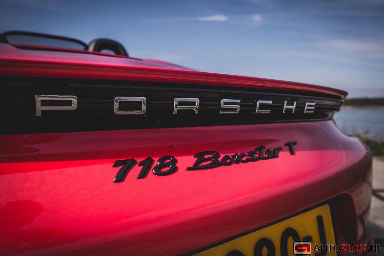 Porsche_718_Boxster_T-01.jpg