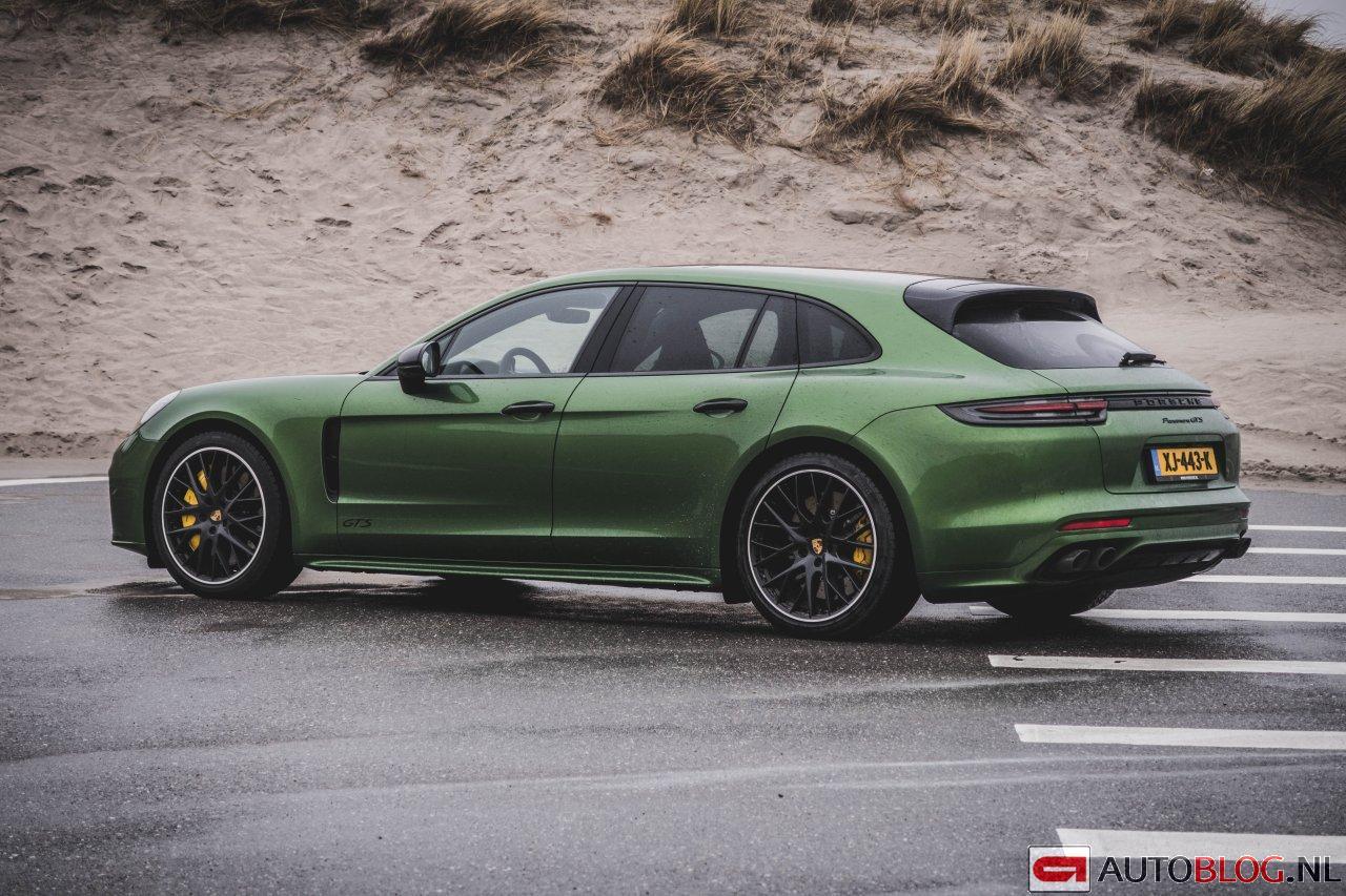 Porsche_Panamera_GTS_Sport_Turismo_2019-00.jpg