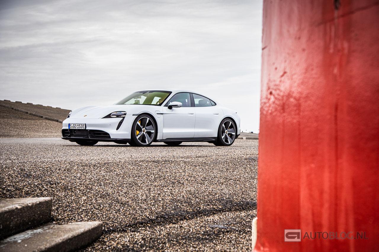 Porsche-Taycan-Turbo-S-2019-2003.jpg