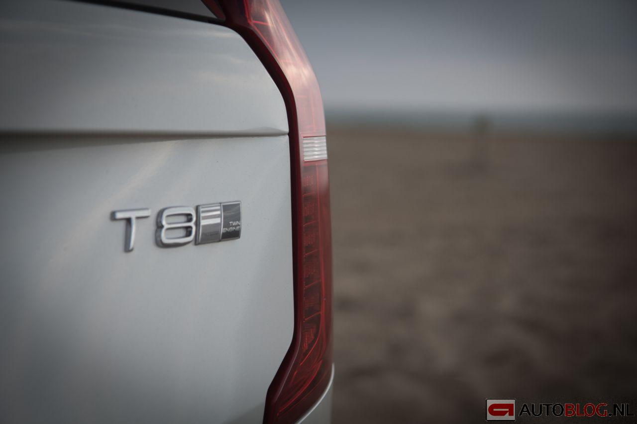 Volvo_XC90-1.jpg