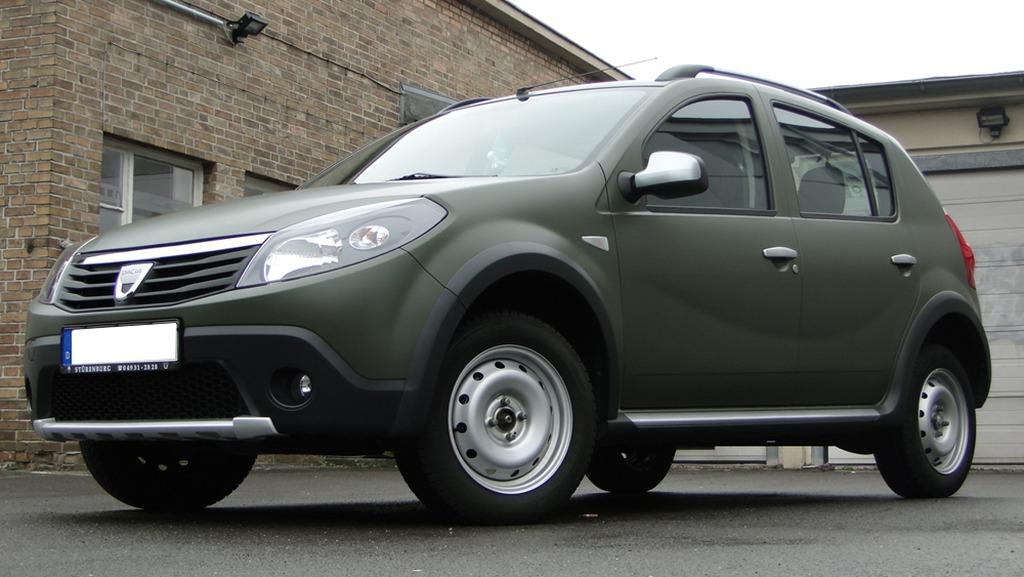 Dacia-Sandero-Olijfgroen-Fostla-01.jpg