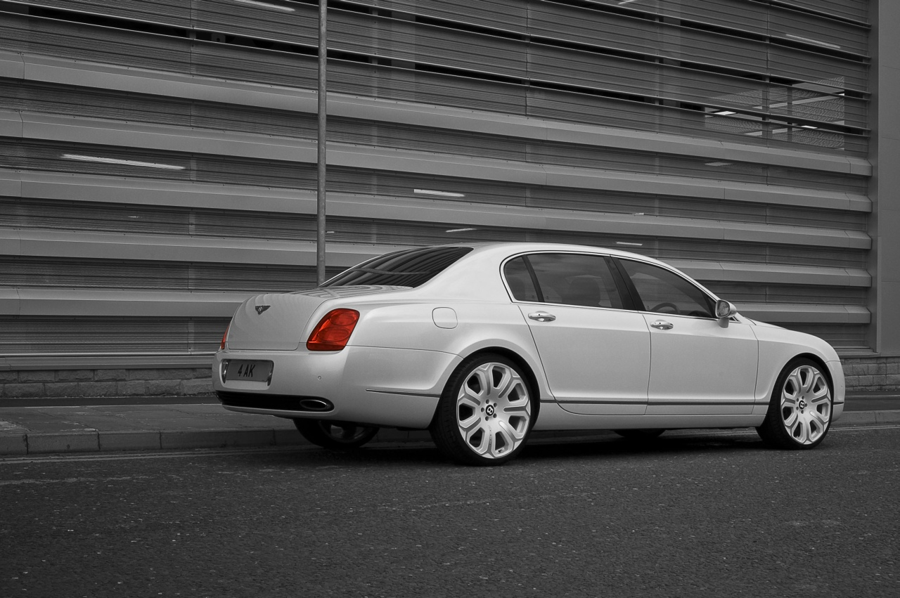 Continental_Flying_Spur_Pearl_White_01.jpg