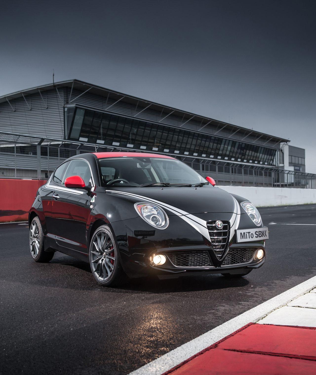 Alfa-Romeo-MiTo-Quadrifoglio-Verde-SBK-stunt-01.jpg