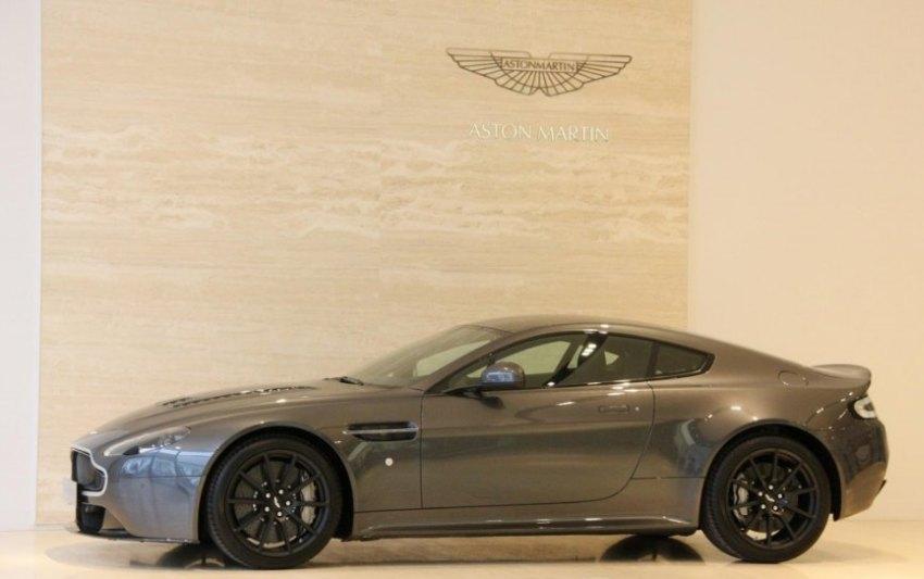 Aston-Martin-V12-Vantage-S-Verstappen-occasion-01.jpg