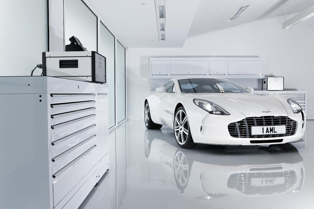 Aston_Martin_One-77_Megafactories_01.jpg