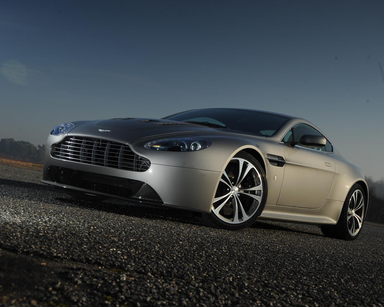 Aston_Martin_V12_Vantage_07.jpg