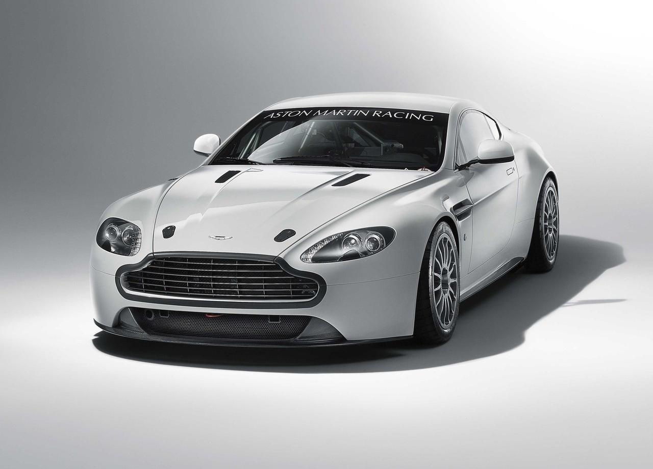 Aston_Martin_Vantage_GT4_2011_01.jpg