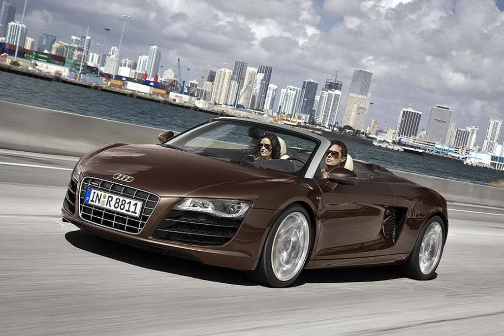 Audi_R8_Spyder_01.jpg