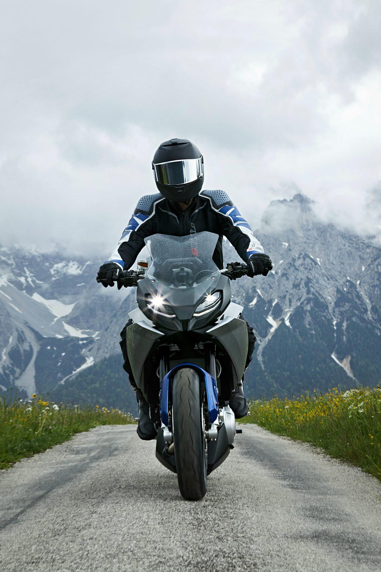 BMW-motorrad-concept-9-1.jpg