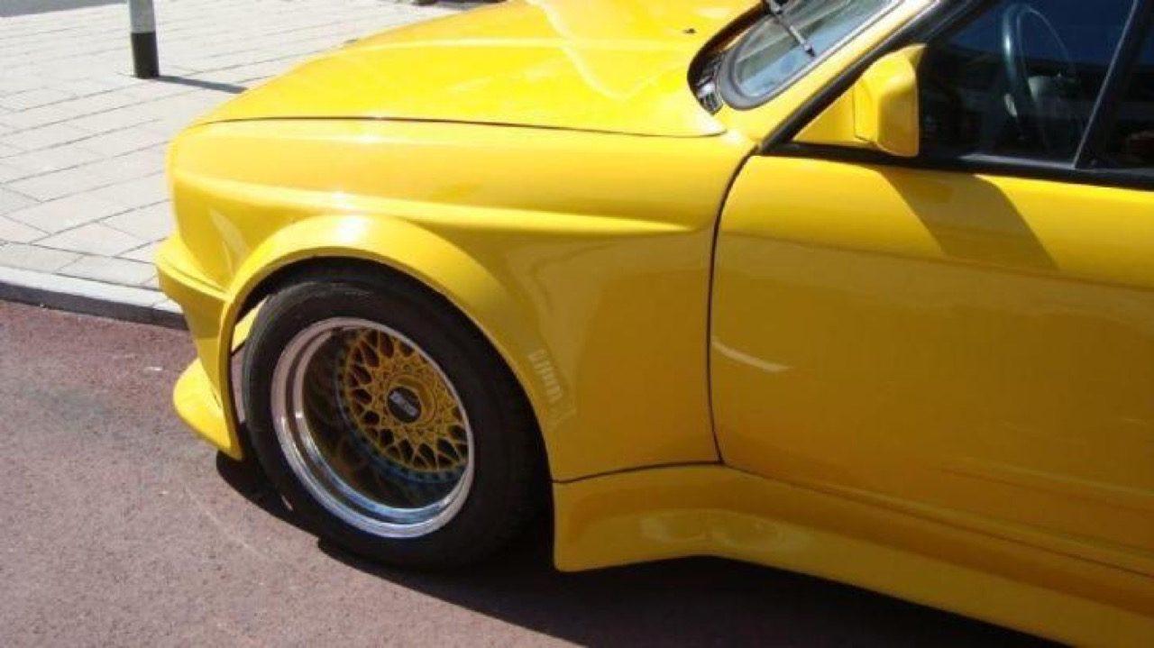 BMW-E30-cabrio-geel-widebody-marktplaats-01.jpg