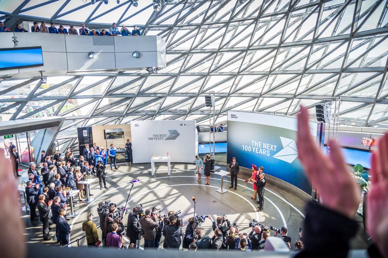BMW-krijgt-koninklijk-bezoek-001.jpg