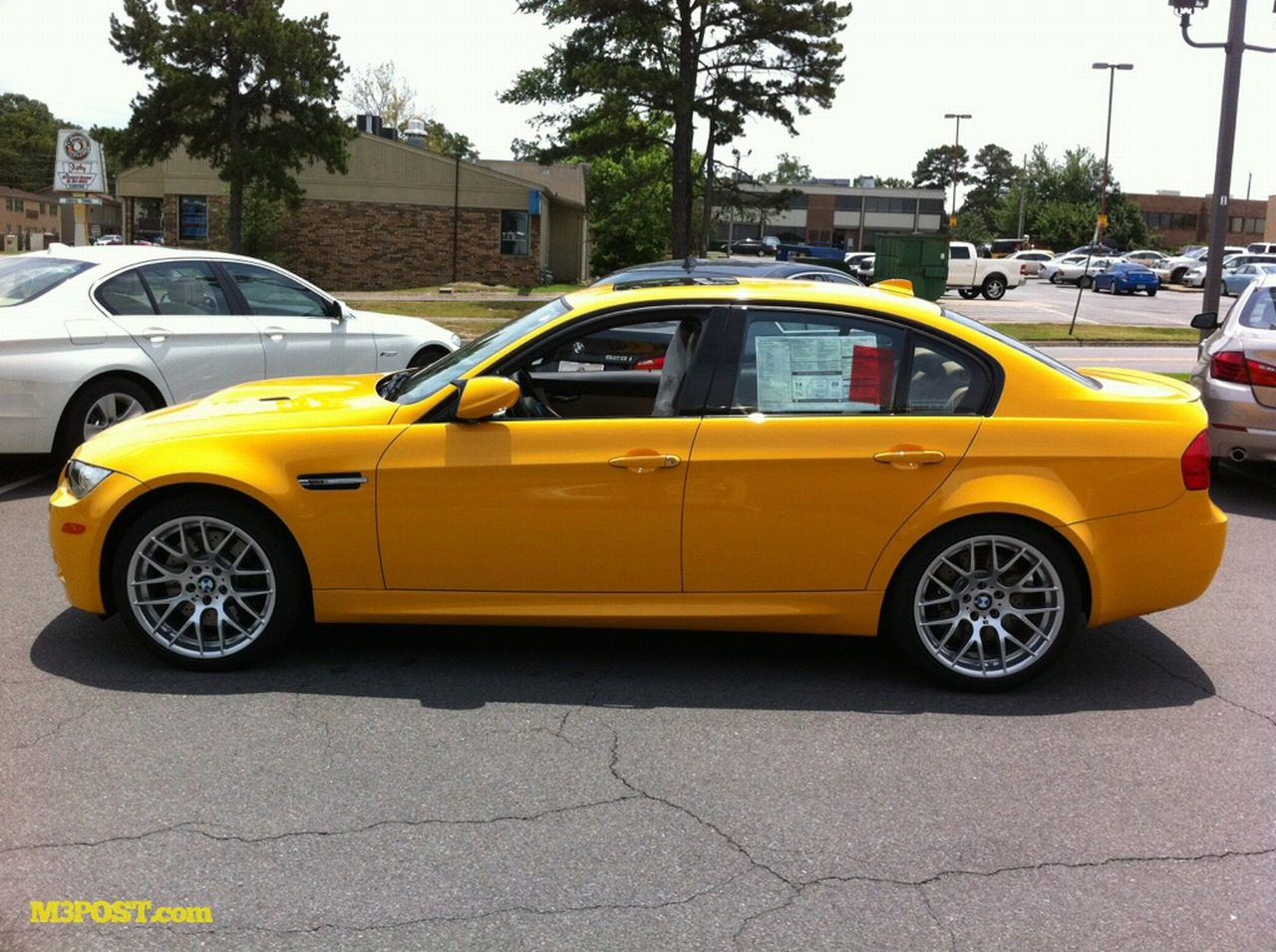 BMW_M3_Atacama_Yellow_01.jpg