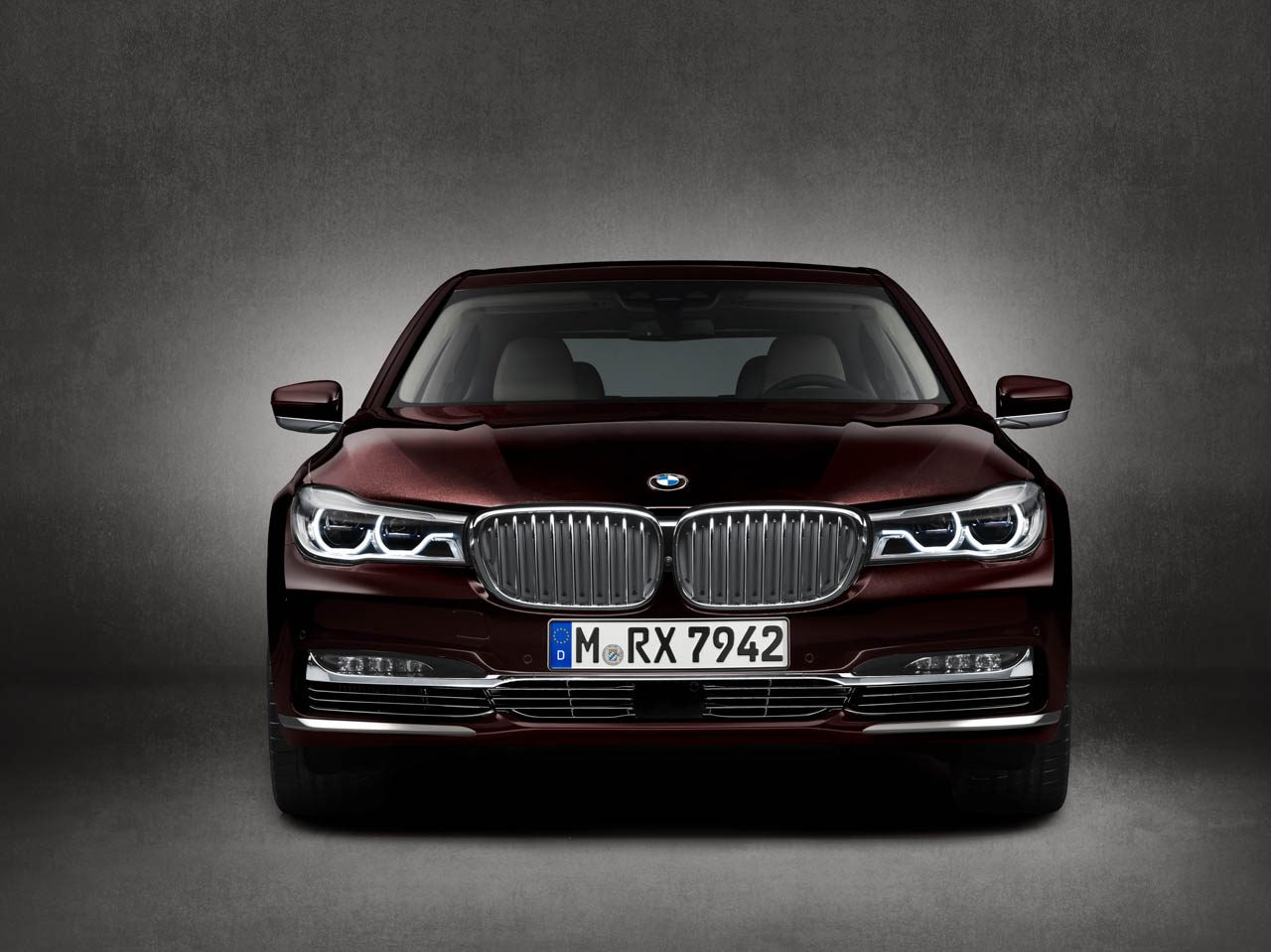 BMW-M760Li-xDrive-01.jpg