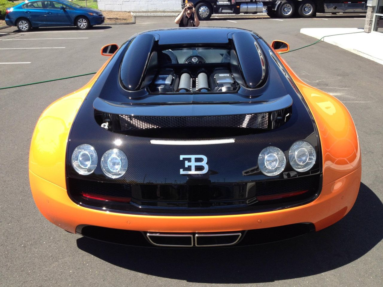 Bugatti-Veyron-Grand-Sport-Vitesse-oranje-01.jpg