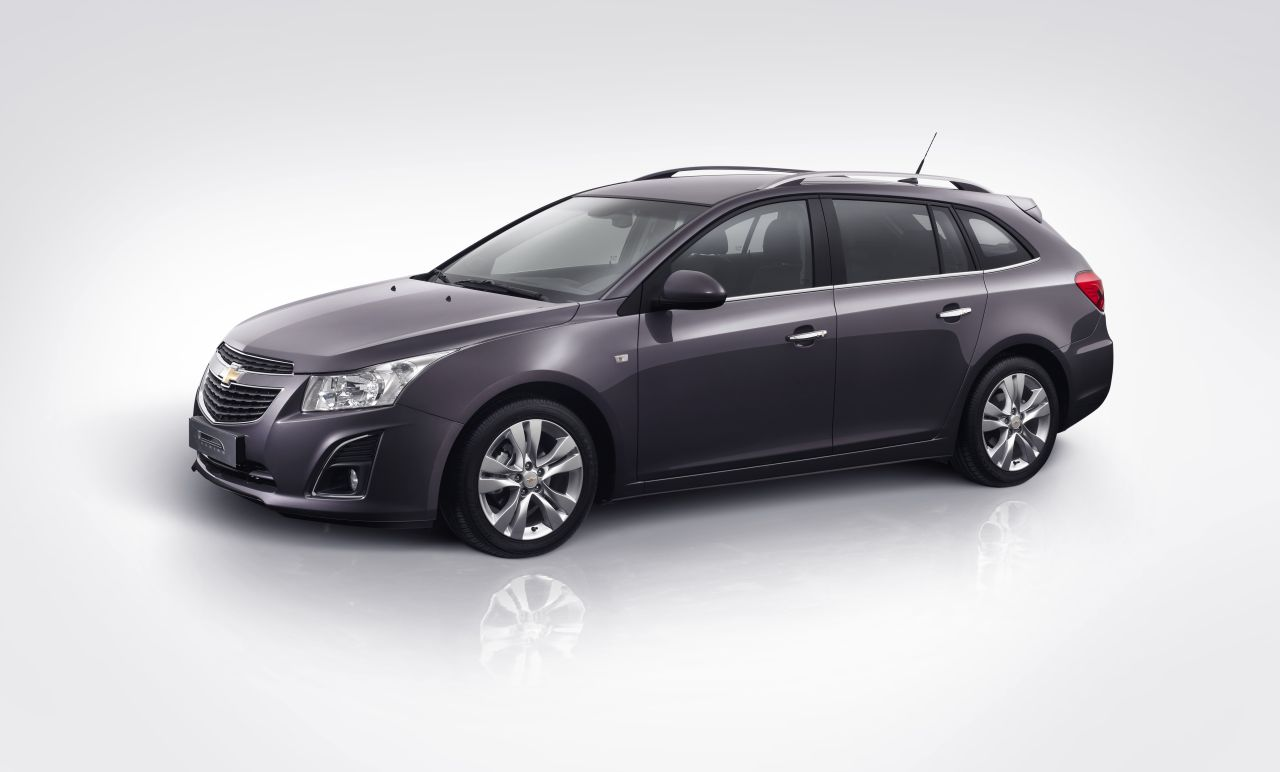 Chevrolet_Cruze_Stationwagon_01.jpg
