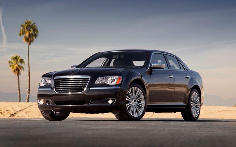 Chrysler_300C_2011_01.jpg