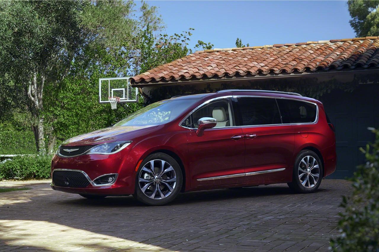 Chrysler-Pacifica-2017-001.jpg