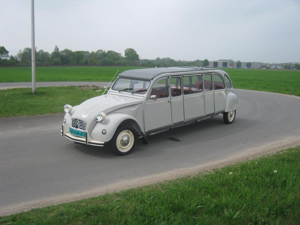 Citroen-2CV-Limousine-01.jpg