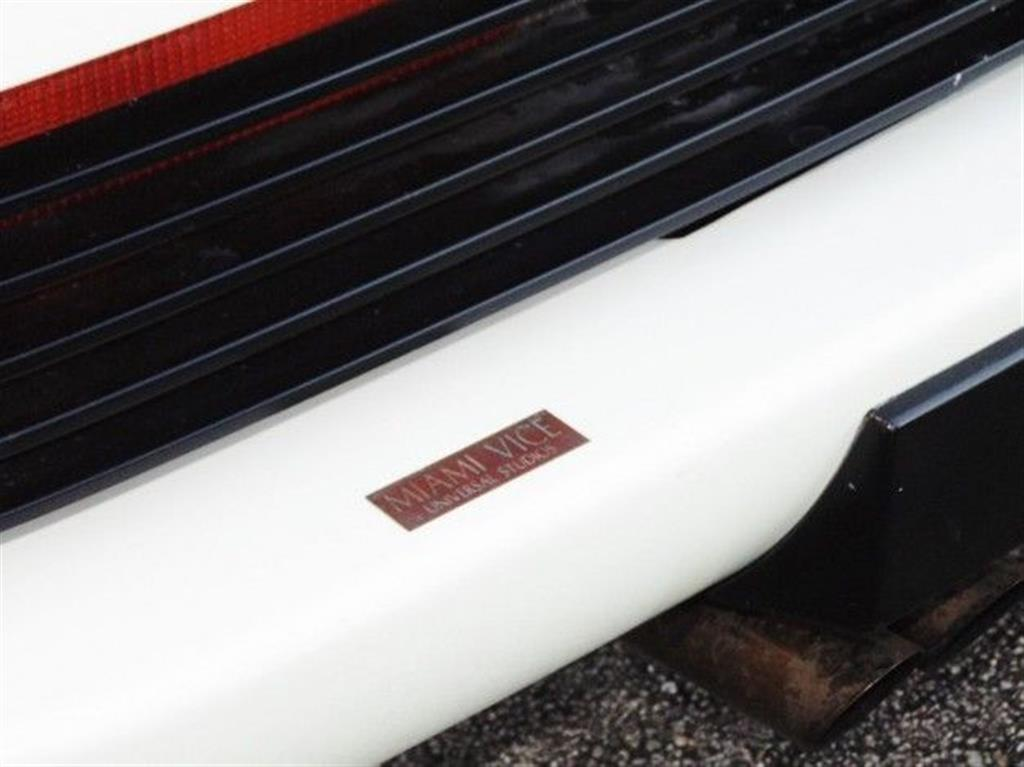 Miami-Vice-Ferrari-Testarossa-001.jpg