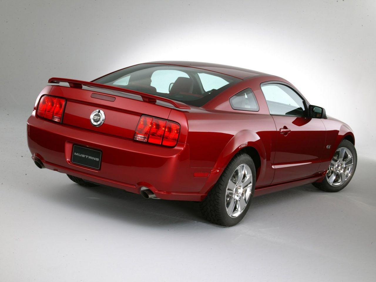 Ford_Mustang_2005.jpg