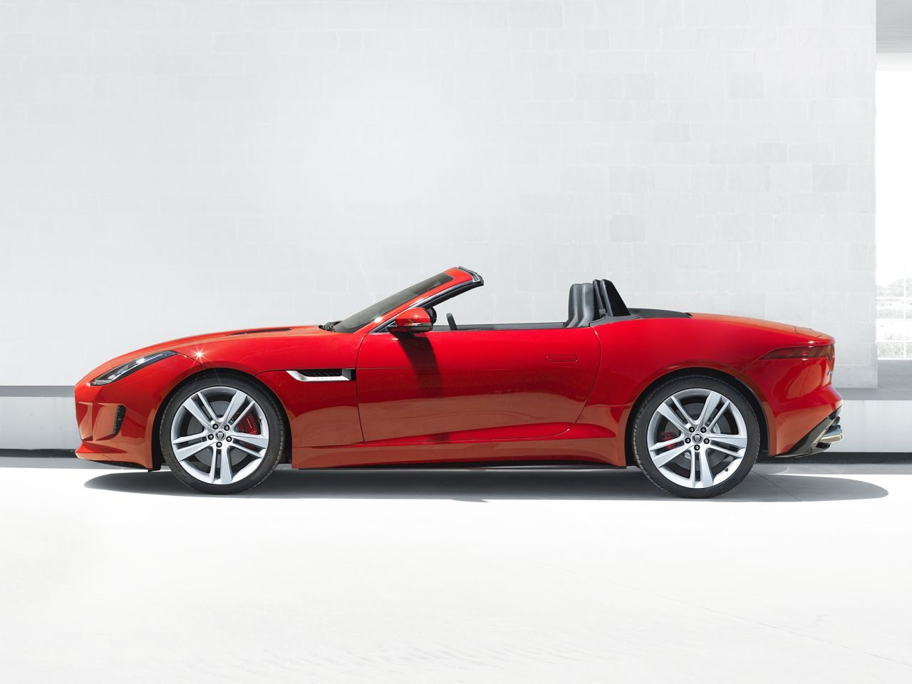 Jaguar-F-Type-2013-01.jpg