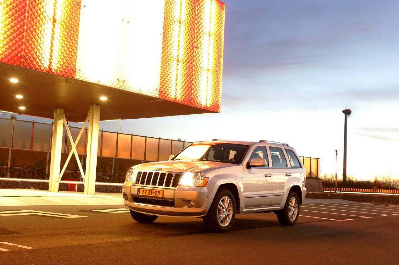 Jeep_Grand_Cherokee-00.jpg