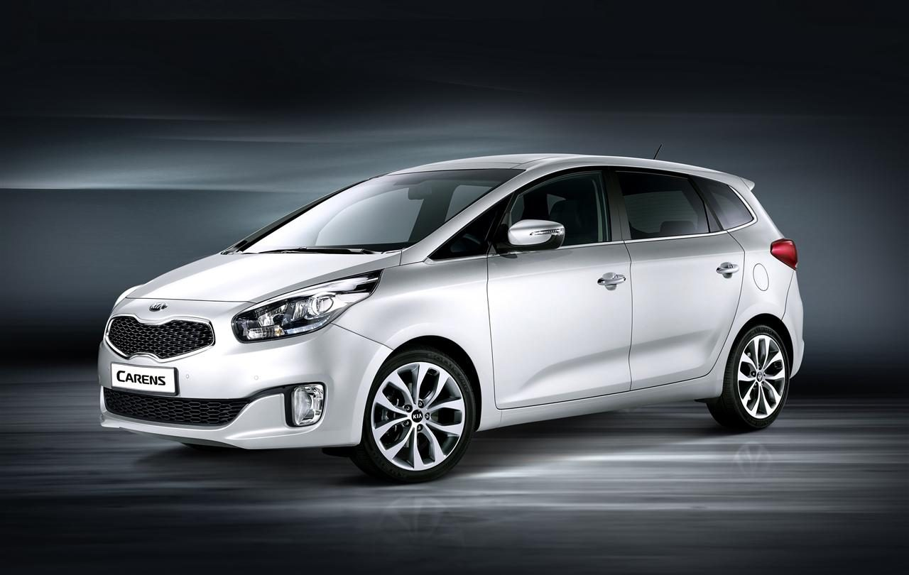 All new Kia Carens  front quarter.jpg