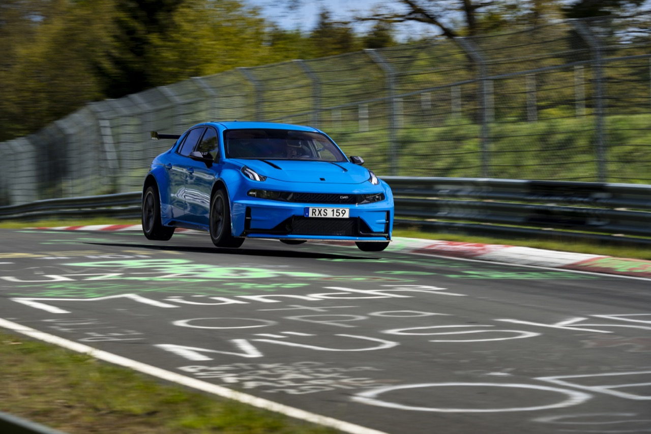 lynk-and-co-03-concept-ted-bjork-nurburgring-record-2019-001.jpg