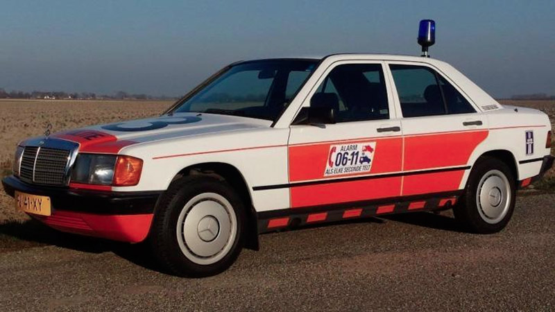 mercedes-190-politie-01.jpg