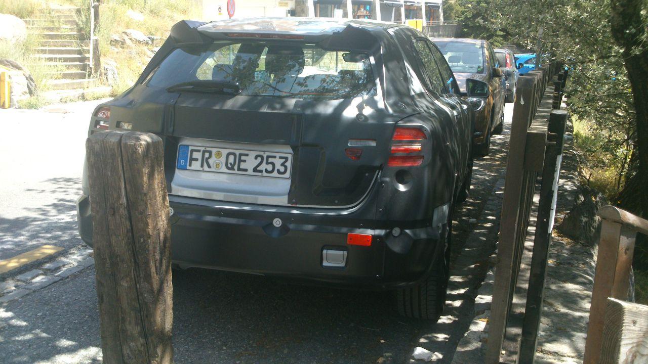 Mercedes-GLA-spyshots-01.jpg