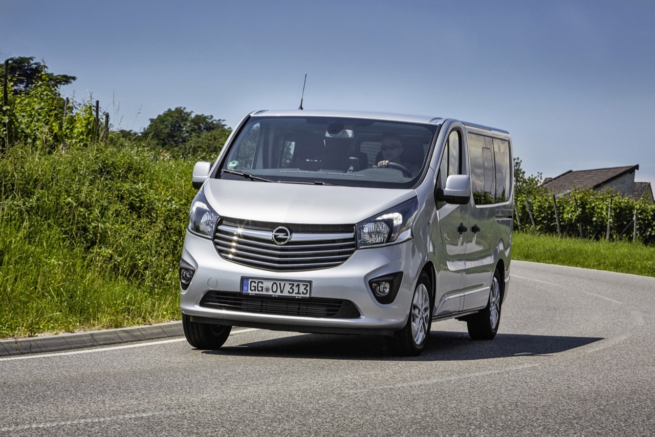 Opel-Vivaro-Tourer-Innovation-Combi-01.jpg