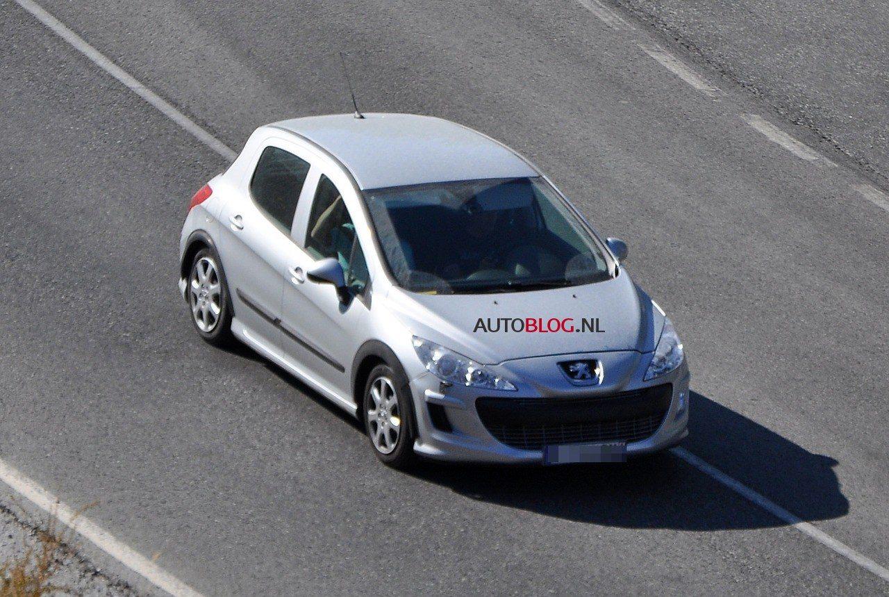 Peugeot_301_spyshots_01.jpg