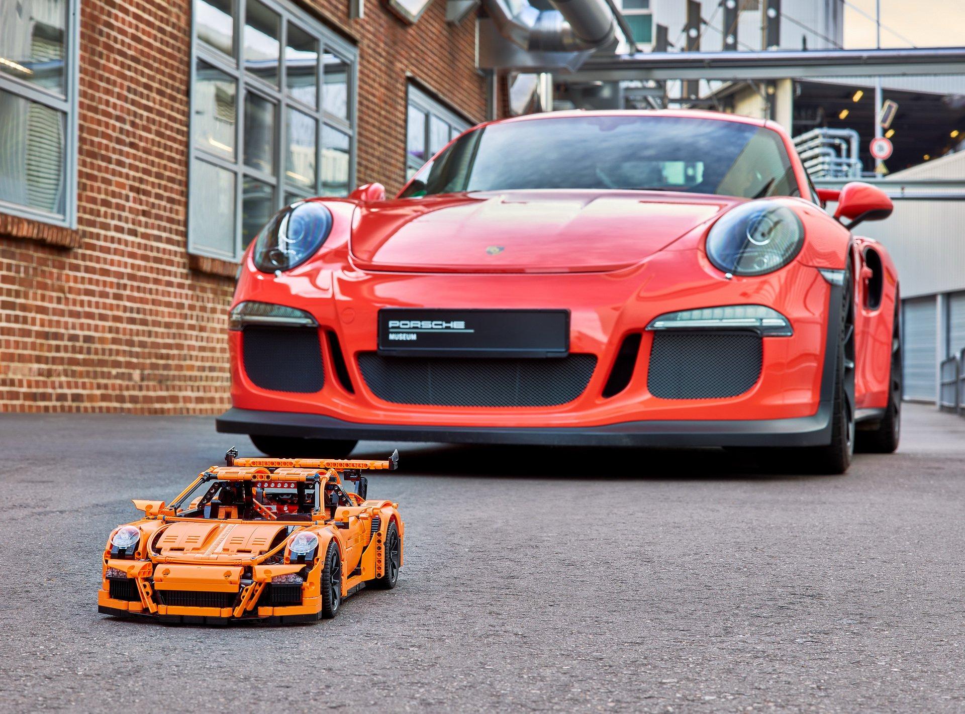 911-gt3-rs-lego-10001.jpg
