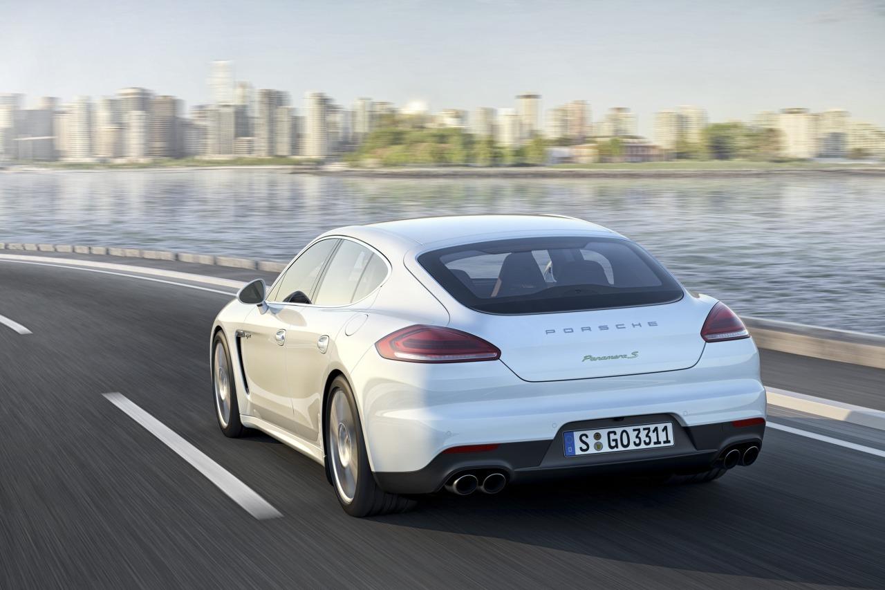 Porsche-Panamera-2013-01.jpg