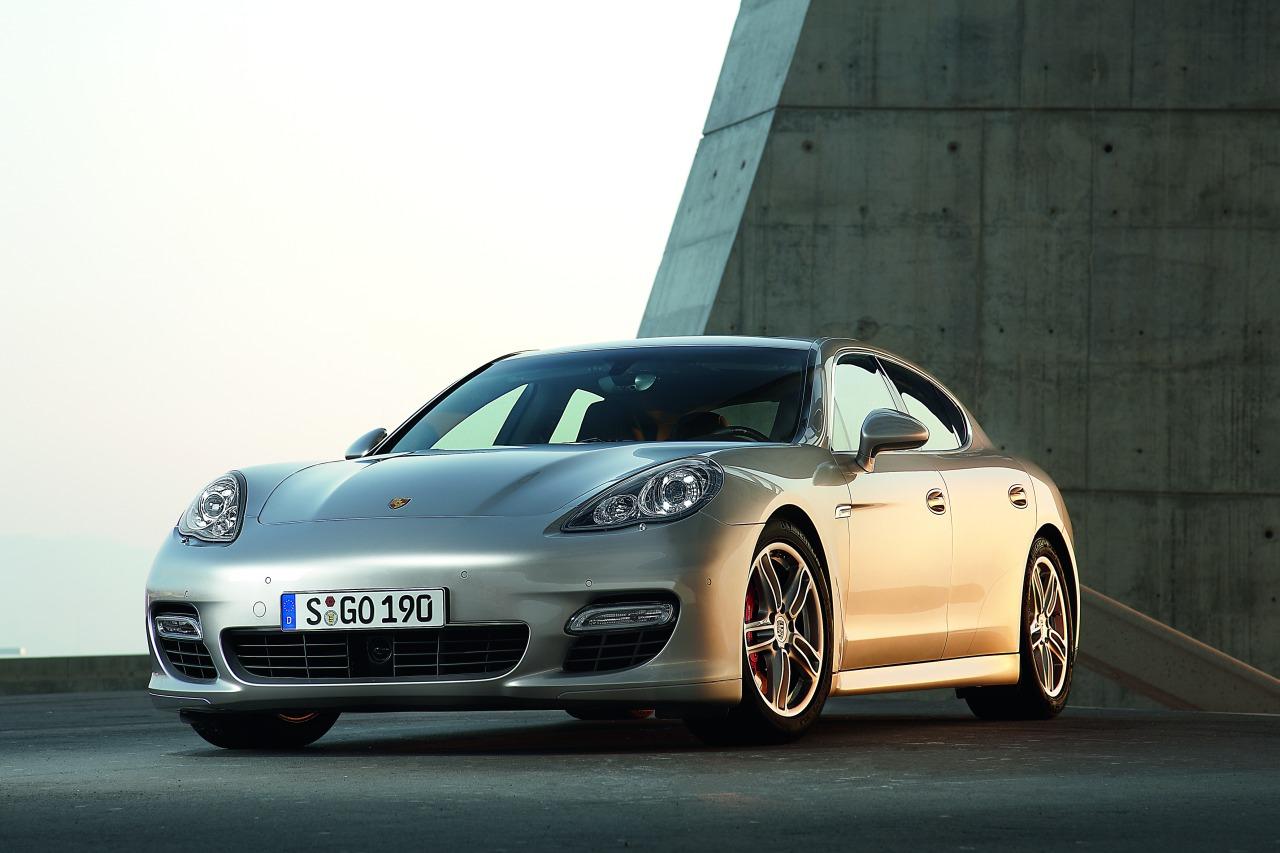 Porsche_Panamera_Turbo_01.jpg