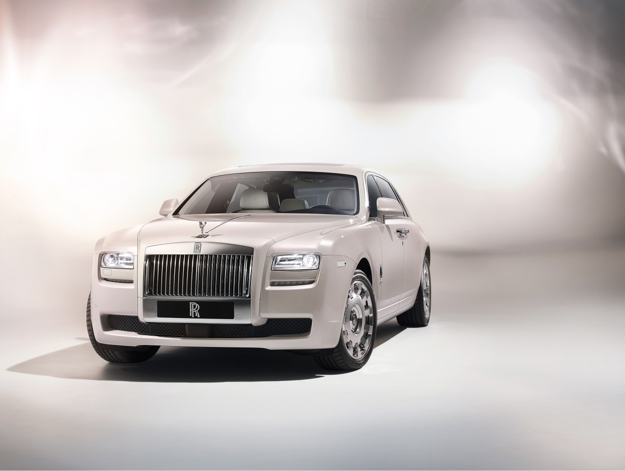 Rolls-Royce_Ghost_Six_Senses_Concept_01.jpg