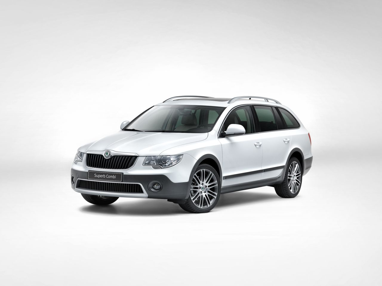 Skoda-Superb-Combi-Outdoor-01.jpg