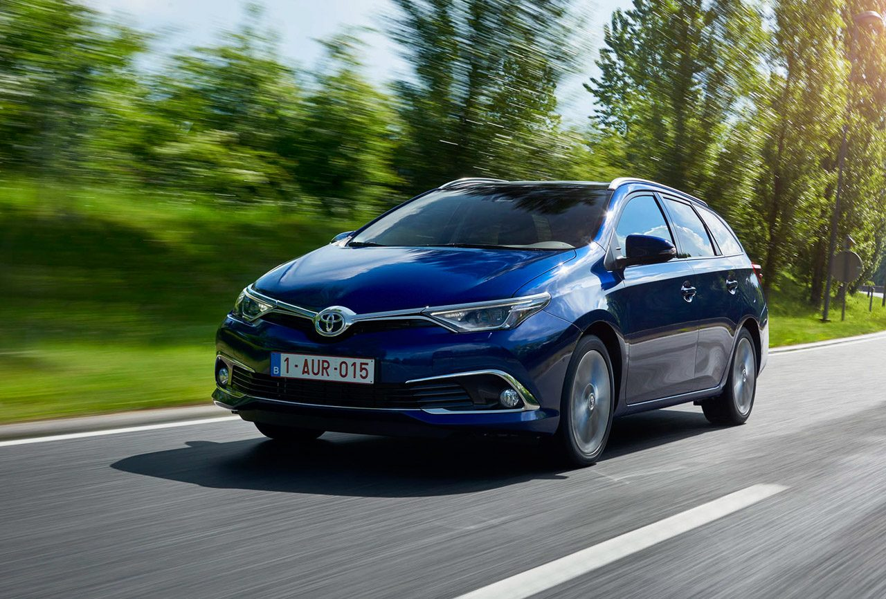 Toyota_Auris_Sports_Tourer_003.jpg