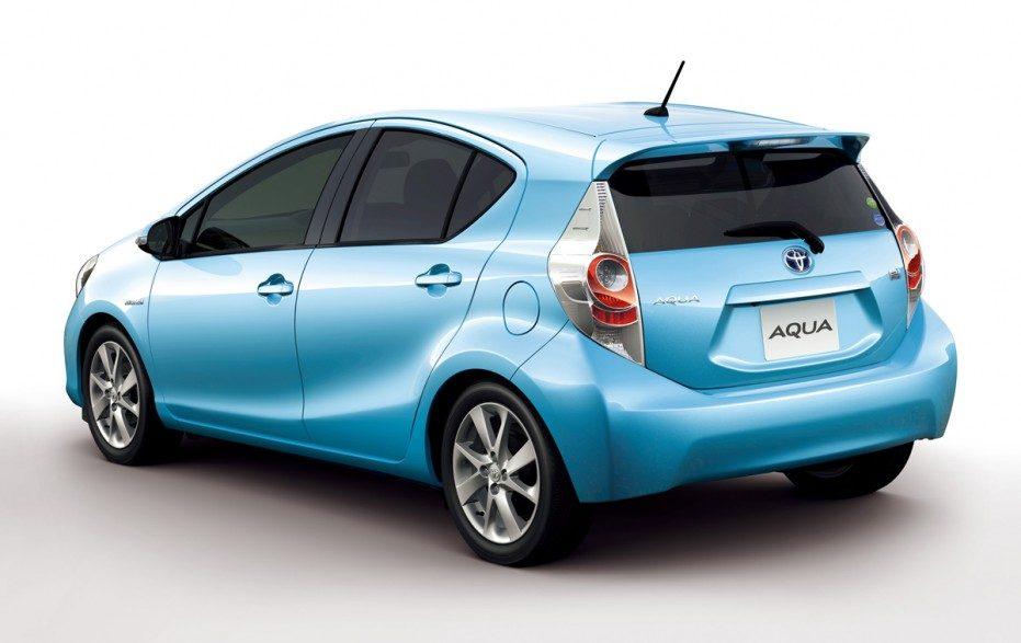 Toyota_Prius_C_2012_01.jpg