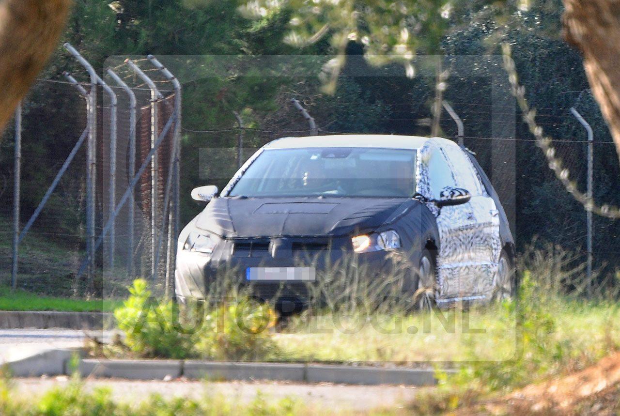 Volkswagen_Golf_7_spyshots_01.jpg